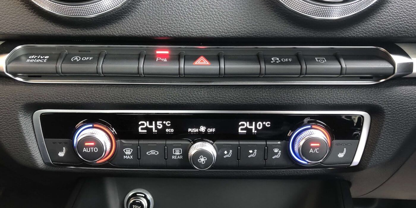 アウディ S3スポーツバック2.0 4WD